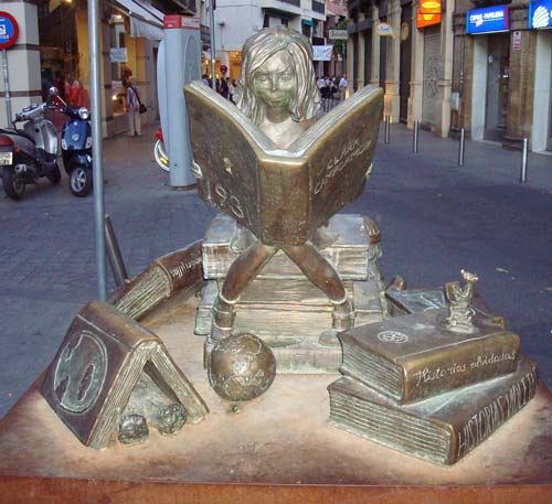 clara-campoamor-girl-reading-statue-2